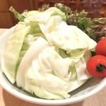 味楽 - 突出し(?)は野菜盛り