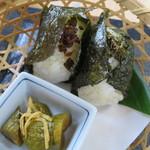 古民家レストラン 棚田カフェ ごんべい - 籾殻竈で炊いた長狭米のおにぎり