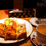 珈琲館 紅鹿舎 - 元祖ピザトーストセット。