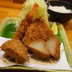 金の豚 おか田 - ミックスフライ定食