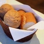 きた山 - 胡麻パン、バケット