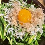 串カツ キンザン - ネギサラダ¥430(外税)…黄身をのせて