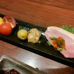 串亭 - 前菜逸品(合鴨のたたき・ミニトマト・ほたて等)