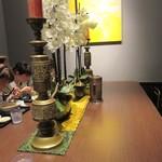重慶飯店 - 店内、一人は大テーブル
