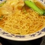 重慶飯店 - 麺の感じ