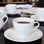 ザ パーク - ハロウィンスイーツブフェの最初にコーヒーか紅茶の提供。