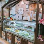 畑deきっちん - 地場の野菜なども店頭で販売