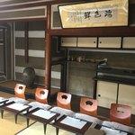 京亭 - この二階の広間でいただきました。
