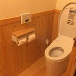 京亭 - 檜の香りのトイレは清潔です。