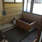京亭 - 旅館なので檜風呂もあります。 宿泊予約は二組限定です。
