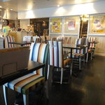 ニルヴァーナ スパイスカフェ - 明るい店内