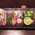 隠れ房 - 本日の一本魚(さんまのお造り)