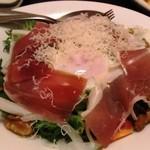 隠れ房 - イタリア産プロシュートと千葉県産濃厚赤玉子のシーザーサラダ