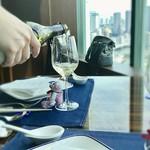 Chainaburu - サービスのグラスワイン