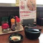 天下ご麺 - テーブル
