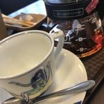 92865429 - 紅茶はポットでサーブ