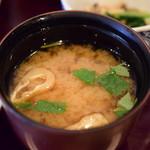 あん梅 - 【鮭 塩焼 定食@税込1,300円】味噌汁:いい塩梅。抜かりなし。