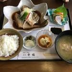 海鮮とご馳走食堂幸福 - 料理写真:煮魚定食1300円