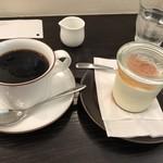 白兎珈琲店 - 料理写真:あんずのレアチーズケーキとコーヒーで900円