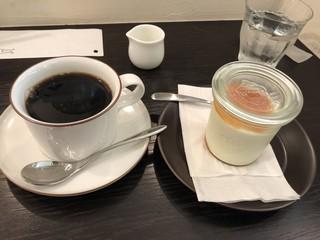 白兎珈琲店 - あんずのレアチーズケーキとコーヒーで900円