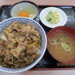 横浜家 - 牛丼並盛・セット(みそ汁・お新香・玉子付,全景)