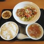 東八 - 料理写真:油淋鶏セット 800円