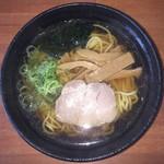 九州ラーメン豚秀 - 料理写真:醤油らーめん 580円。