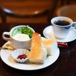 喫茶どんぐり - バタートーストモーニング
