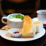 喫茶どんぐり - バタートースト