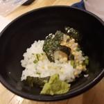 福島壱麺 - わさびめし ラーメンのスープを注いでいただきます。わさびもっと多目でも美味しいかも