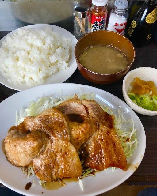 まんぷく - 豚生姜焼き定食900円大盛り+100円