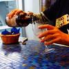 ヤッホー・ブルーイング - ドリンク写真:ハレの日仙人は瓶から注ぎます