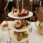 TWG Tea - 全て2個ずつあるので2人で分けて楽しめる、GRAND HIGH TEAセットRM112.0+サービス料10%