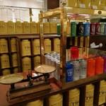 TWG Tea - 様々な茶葉が揃う、高級感溢れる販売コーナー