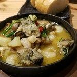 かきっこ商店 - 牡蛎と海老のアヒージョ
