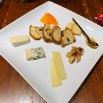 92899164 - チーズ盛合わせ5種 \1,380