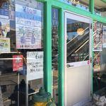 キングタコス - 店舗入口