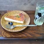 クラシヤ - 自家製スカッシュ・レモン(450円)、酒粕チーズタルト(350円)