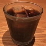 92903209 - 2種類のカレーセット(ほうれん草と玉子のカレー、チキンカレー) ¥900 に付くアイスコーヒー