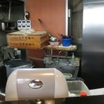 きりきり舞 - 「東京蒲田 菅野製麺所」の麺箱が見えます。