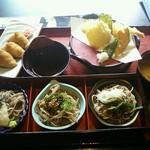 レストラン雲水 - 三色蕎麦セット1,205円(税込) お蕎麦は十割。