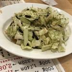 大衆酒場肉のオカヤマ - お通しキャベツ ※値段不明