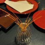 マルコポーロ - 生野菜に添えられた揚げパスタ