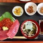 浜めし - 料理写真:「いくらマグロ丼」1400円