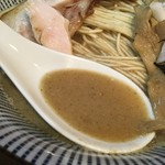 中華蕎麦 會 - シットリ上品な牛骨と丸鶏の旨味に包まれた煮干のエグミ苦味