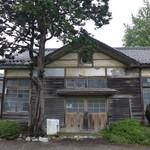 道の駅・上州おにし - 1977年に廃校になった鬼石町立譲原小学校の木造校舎がそのまま残っています