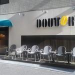 ドトールコーヒーショップ - [外観] お店 玄関付近 (KDDI 新宿ビル側) 全景♪w