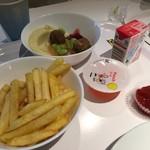 IKEAレストラン - フライドポテトとキッズスウェーデンミートボールセットとドリンクバー