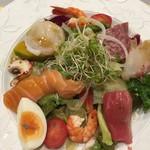 92915313 - 野菜たっぷりシーフードサラダ