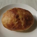 92917982 - 煮たまご1つごろっと入ったパン